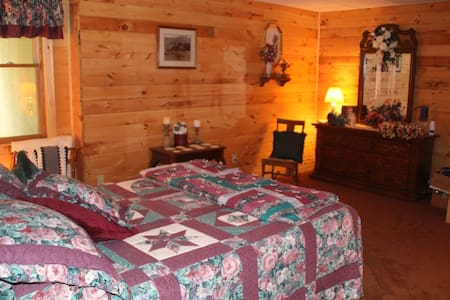 Hickory Springs Bed and Breakfast - Bed & Breakfast