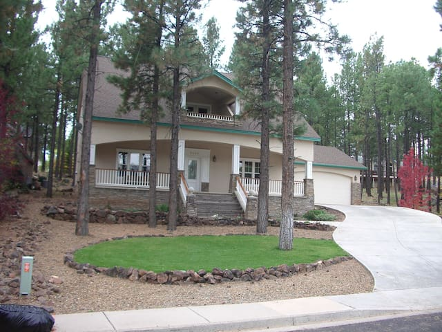 Family Vacation Home Near NAU, Trails & Downtown