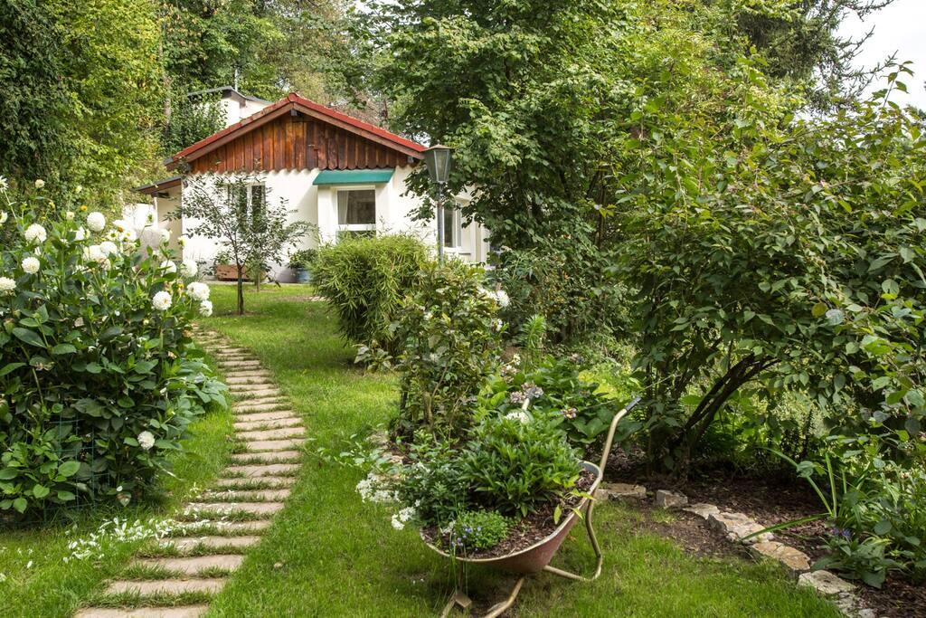 waldromantik nur 30 min von frankfurt entfernt h uschen zur miete in hofheim am taunus. Black Bedroom Furniture Sets. Home Design Ideas