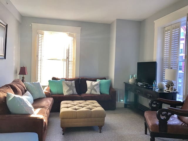 Bright& spacious Apt in mid Gaslamp w parking