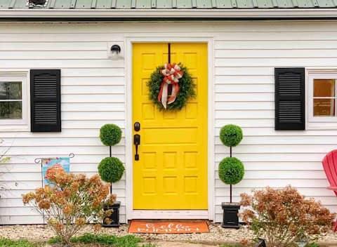 Green Acres Historic Farmhouse ~Beautiful Getaway!