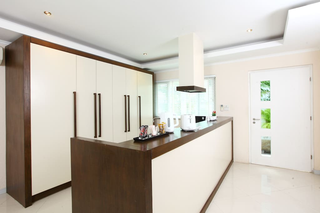 Open concept Kitchen with island hood (Free hot beverages)