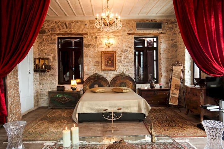 Antique Red Luxury Suite 75 sq.m.