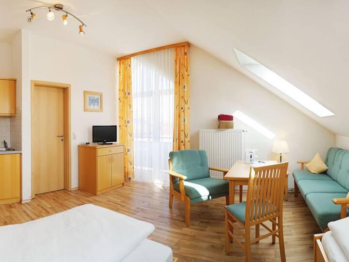 Kurhotel Schatzberger (Bad Füssing), Einraum Appartement (22qm) mit Balkon und Küchenzeile