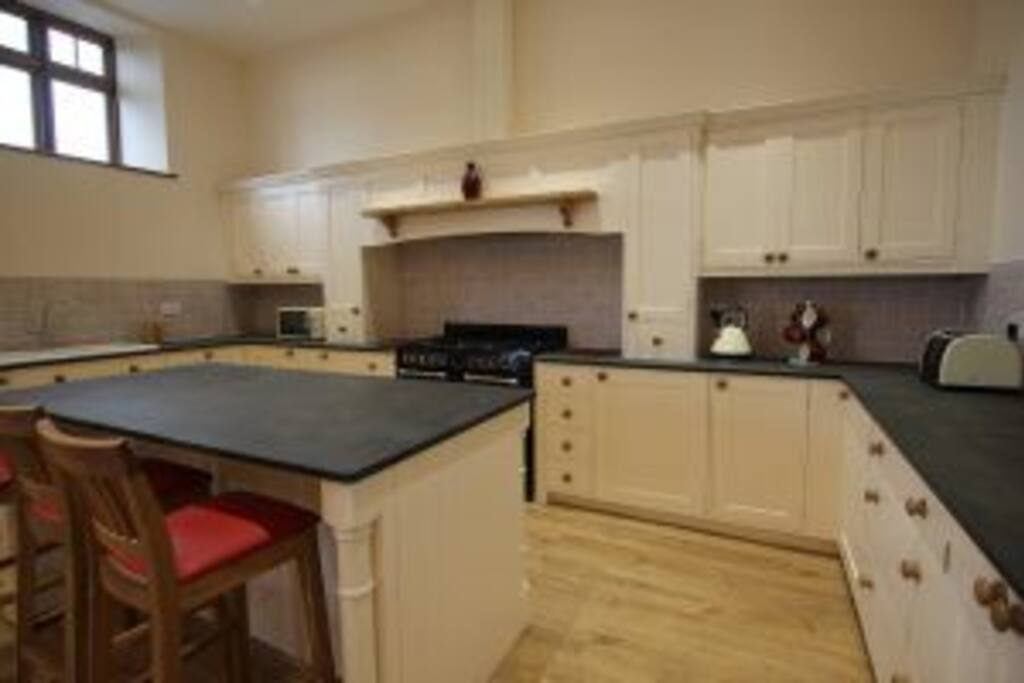 Solid wood kitchen with gas range cooker, fridge, freezer, washer/dryer, dishwasher and microwave