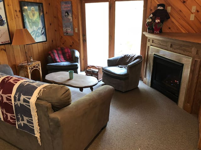 Loon Slopeside 3 Bed Ski Chalet - Ski-In Location!