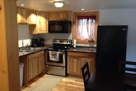 Walking distance to Jay Peak Resort - Jay - Apartment