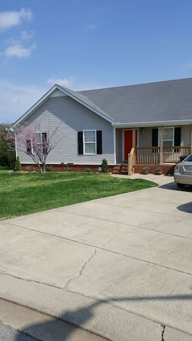 Quiet room in the suburbs - Murfreesboro - Hus