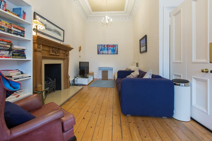 Spacious Room in Georgian Flat near City Centre