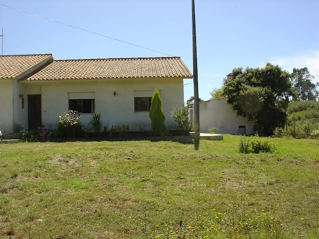 Country villa in a typical village Portuguese - Caldas da Rainha - Huis