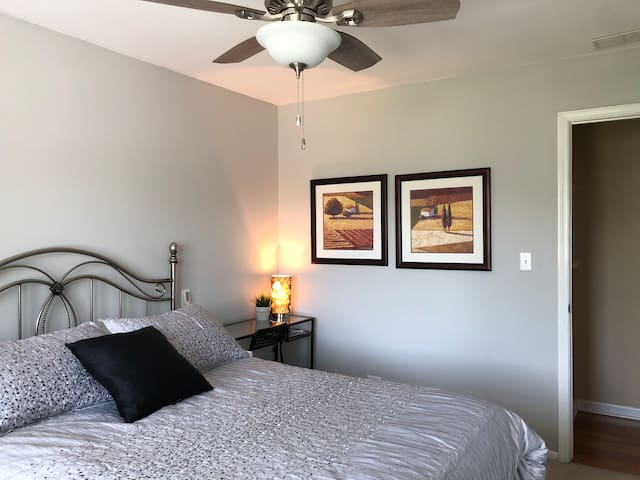 Peaceful Pape Guest Room