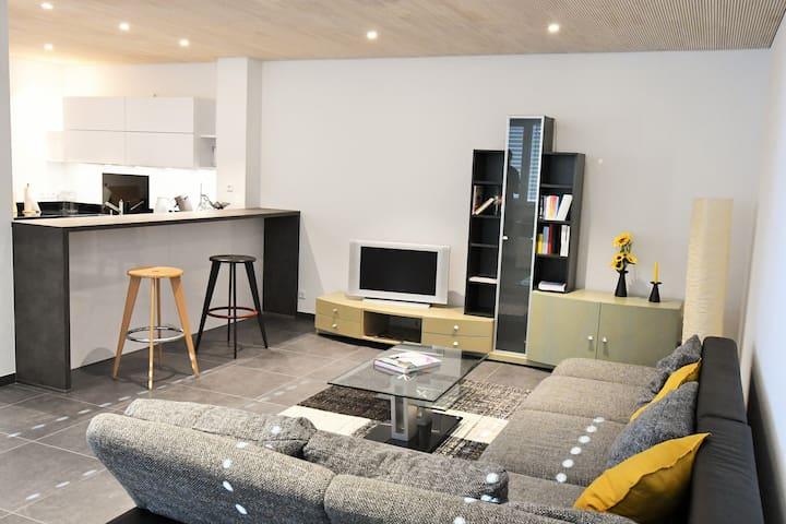 Neu sanierte grenznahe 2-Zimmer-Wohnung mit Garten