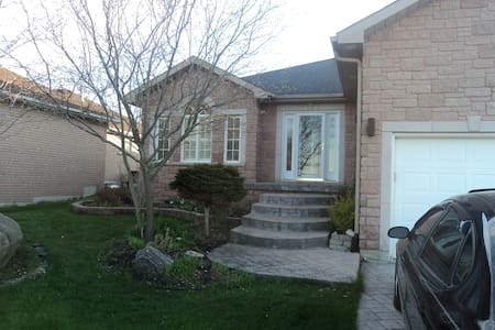 Welcoming, comfortable family home - Barrie