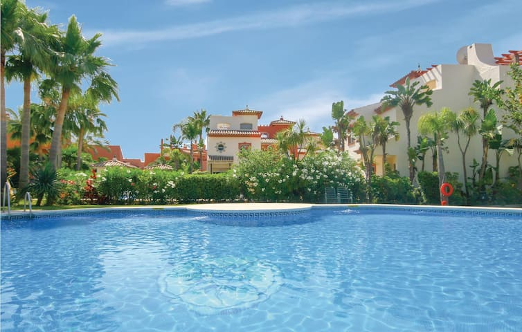 Terraced house with 3 bedrooms on 136m² in Estepona