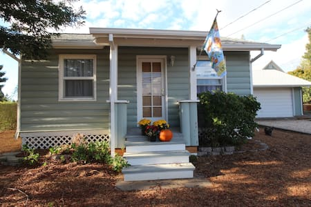 Town & Country Cottage - Sebastopol