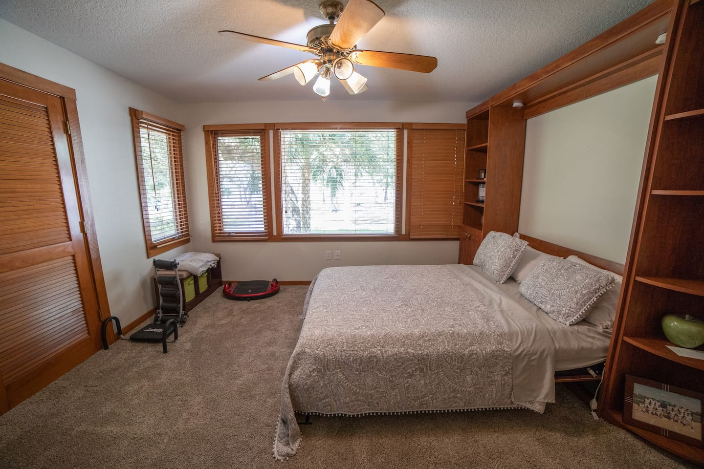 Restore Room: Queen-size Murphy bed and beautiful river views.