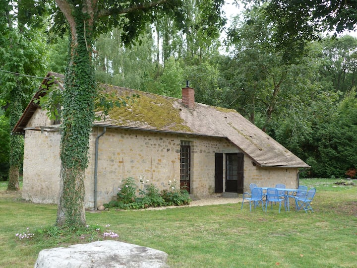 Petite maison au cœur des bois