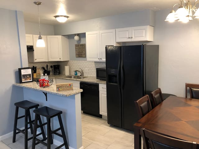 Remodeled, Chic Apt 23, 3 Min Walk to Fairgrounds!