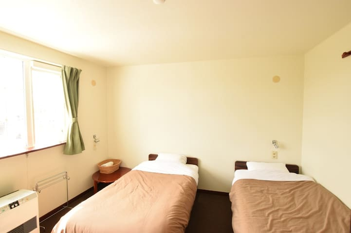 【OAC Lodge Niseko】【3 pax】5 mins from Niseko St!Free Wi-Fi,Twin + extra bed!(With breakfast)