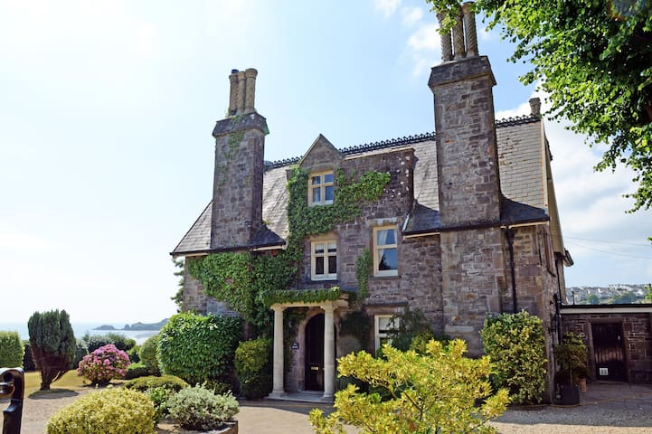 Beautiful Georgian Manor House with Sea Views