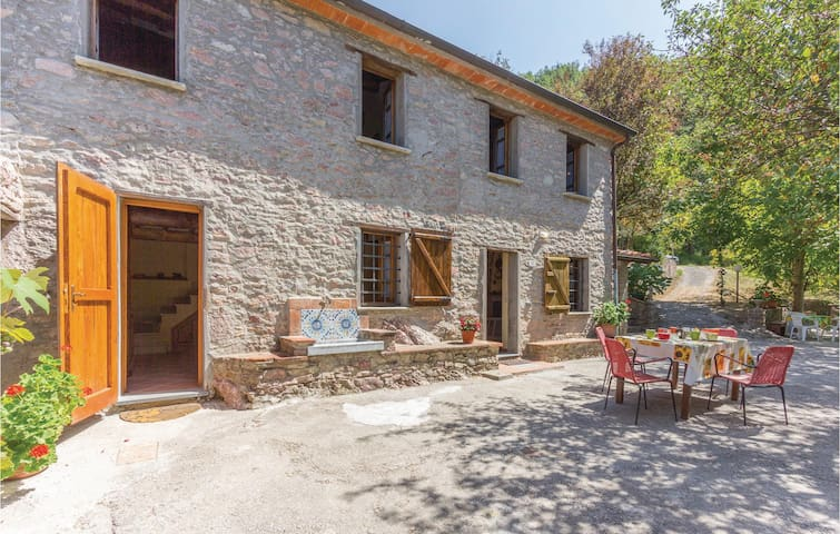 Holiday cottage with 2 bedrooms on 80m² in Camaiore LU