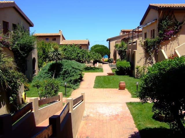 Sardegna,Castelsardo.Sul mare con piscina e tennis - Lu Bagnu