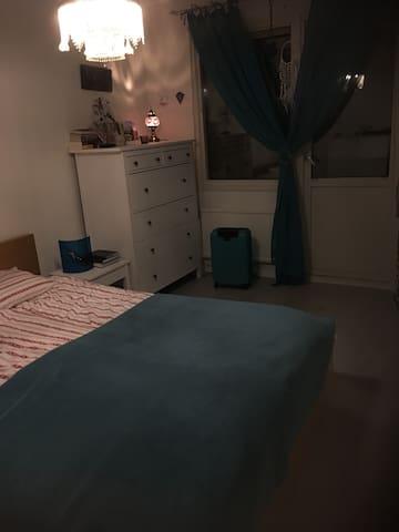 Cuarto privado con su propio balcón