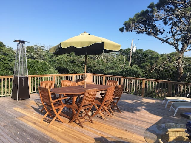 Upstairs dining deck