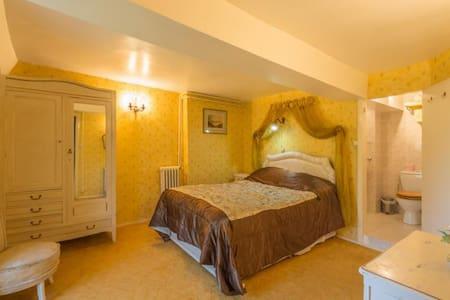 Large en-suite bedroom  - Ardilleux