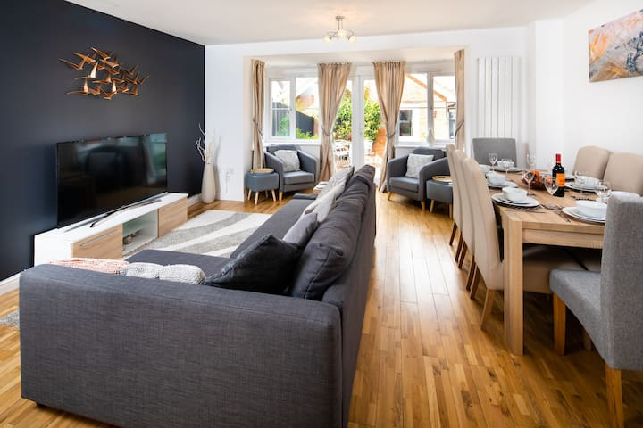 Modern and spacious home from home <1 mile from M1