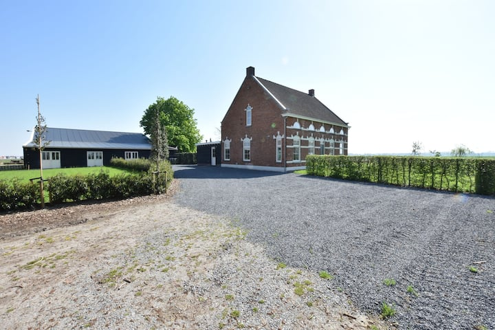 Majestic Holiday Home in Terhole close to Hulst