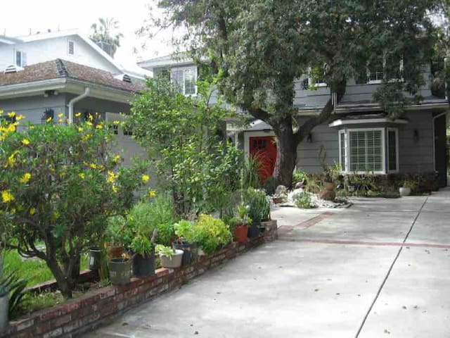 Private suite- lovely Studio City home HSR19-00065