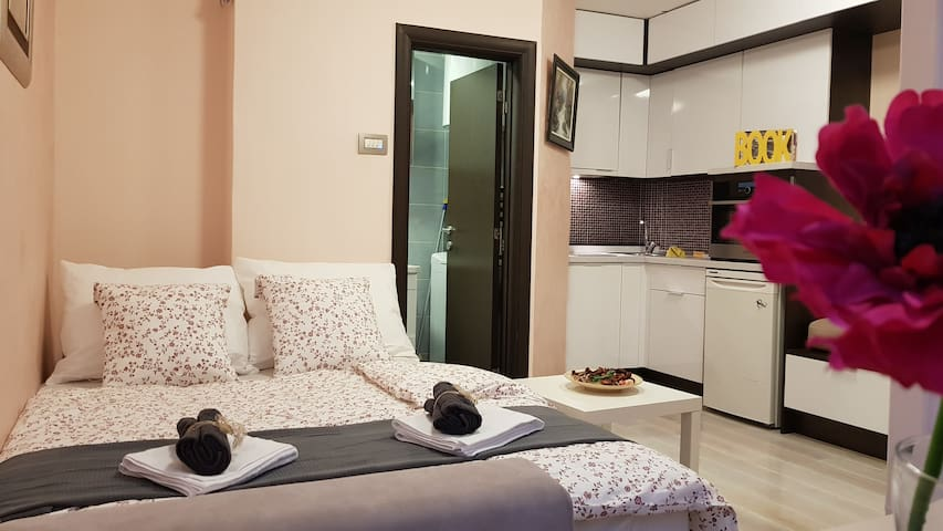 Belgrade EYE Apartment with free parking