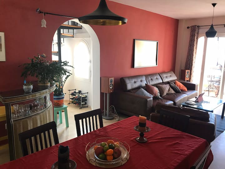 Large 3 Bedroom flat or room to rent near beach