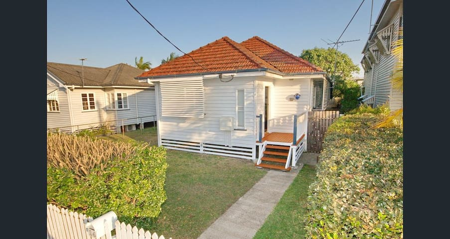 Cute cottage with bayside summer breezes