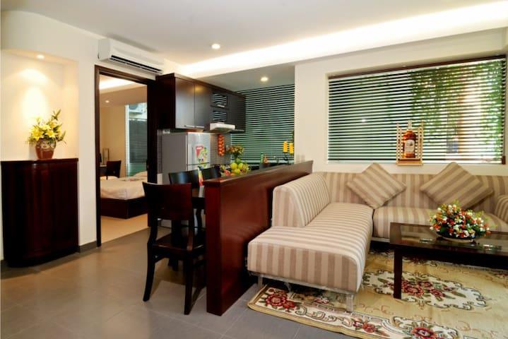 3BR (Unit B) Luxury Green Apt near centre +airport - Phú Nhuận - Apartamento
