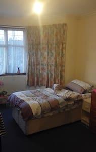 Cosy single room - House