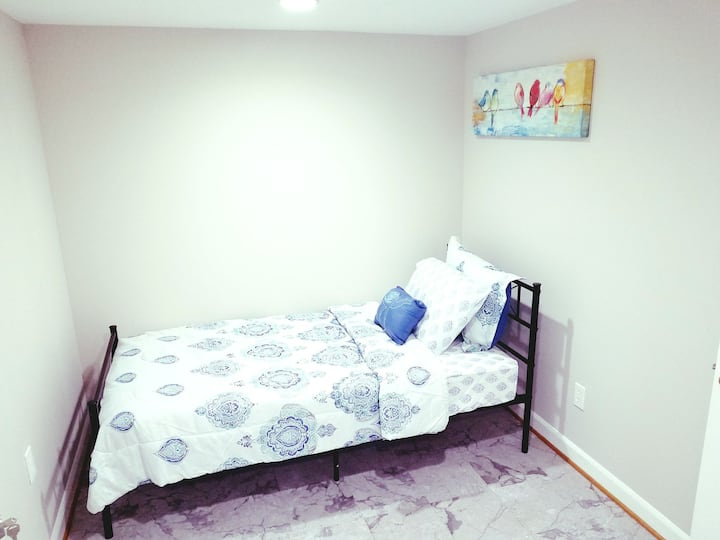 Cozy room for rent 15 mins walk to wheaton Metro