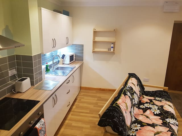 1 bedroom apartment in Taff's well - Cardiff, Wales, GB - Apartment