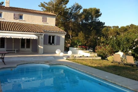 Villa avec piscine à proximité d'Aix en Provence - Cadolive