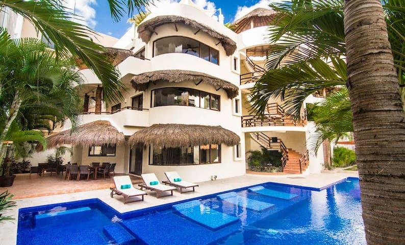 Mirasol - 9 BR Estate Downtown Playa!