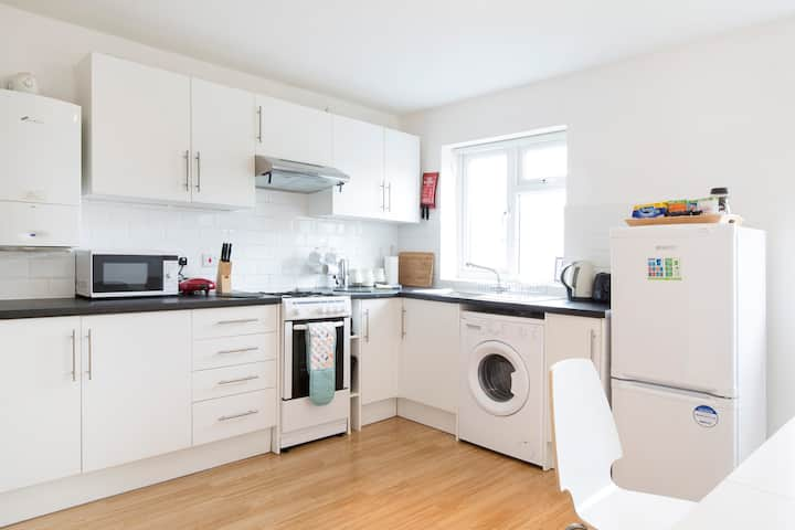 Spacious & Cosy Two Bedroom East Oxford Home