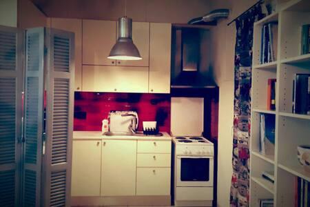 City apartment next to the seaside! - Saloniki