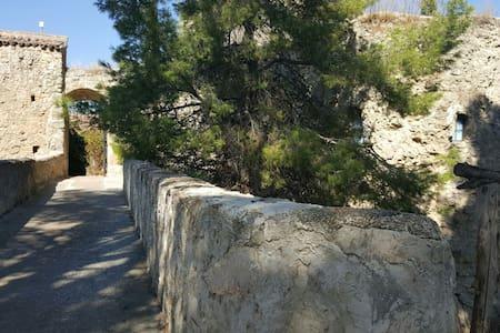 Castillo Siglo XIV en Chinchón - Chinchón, Comunidad de Madrid, ES - Linna