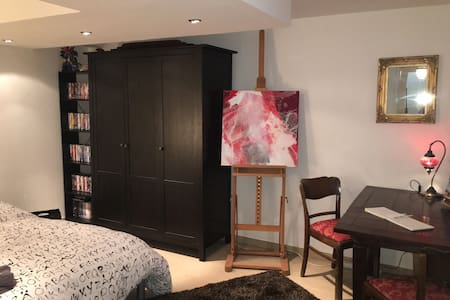 Comfortable bedroom in city center, old town - Augsburg - Leilighet