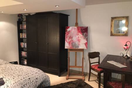 Comfortable bedroom in city center, old town - Augsburg - 公寓