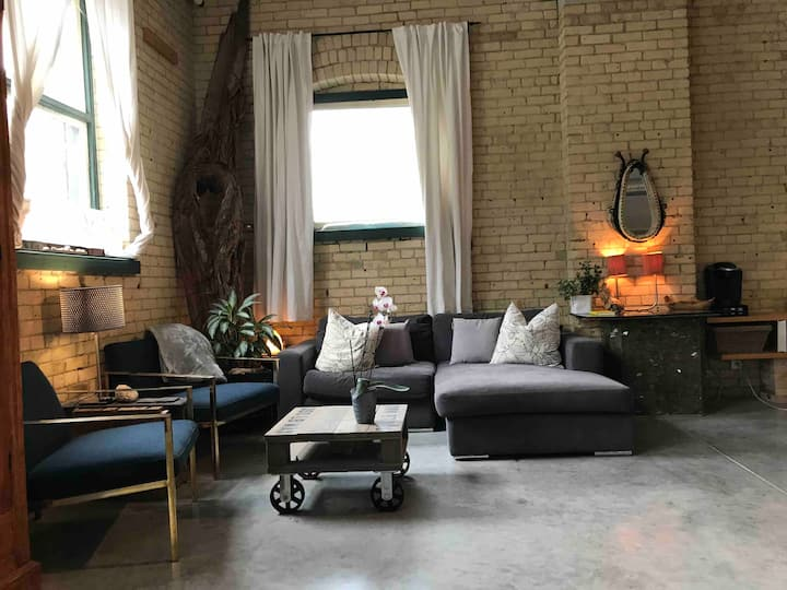Spacious Garden District Loft--Ground floor