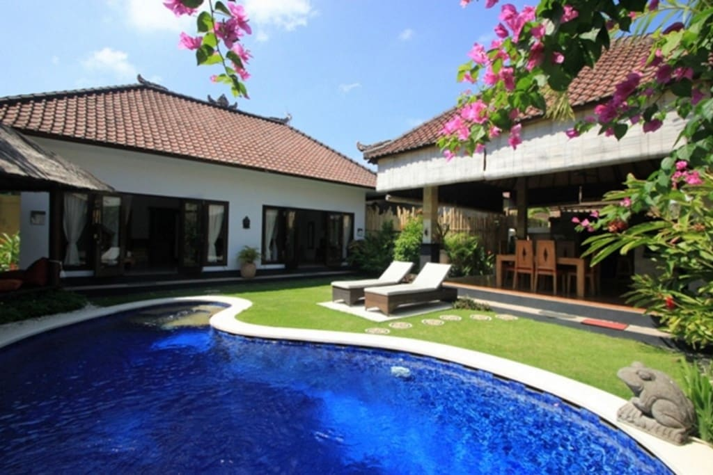 VILLA OCEANE  SEMINYAK OBEROI  for 6/7 p  with 2 bedrooms and 1 suite studio