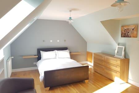 Modern central 2 bedroom house (31 Ladysmith St)