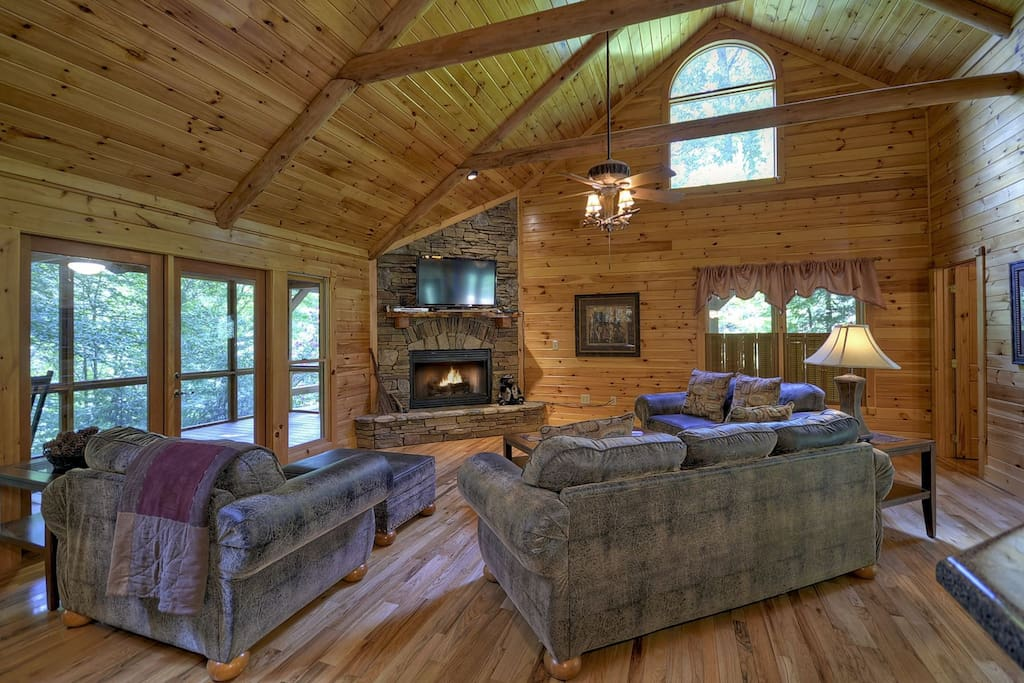 Babbling Brook - Great Room w/ Deck Access